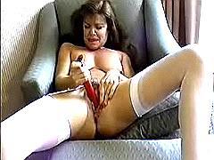 Milf fucking her pussy with virator